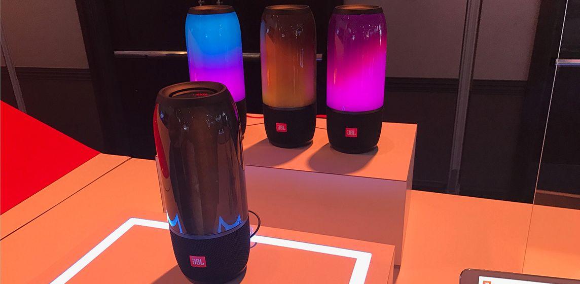 JBL Pulse 3 - влагозащищенная колонка с ярким дизайном